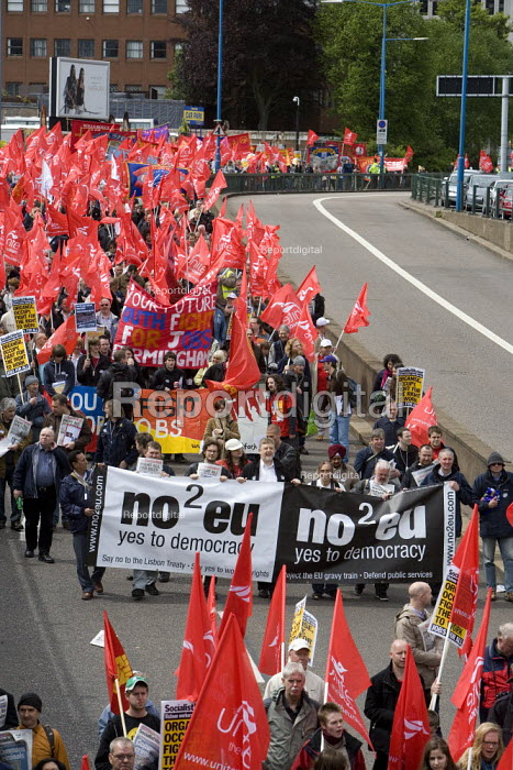 No2EU banner, thousands of trades union members protesting in Birmingham for the government to invest in manufacturing industry and jobs. - John Harris - 2009-05-16