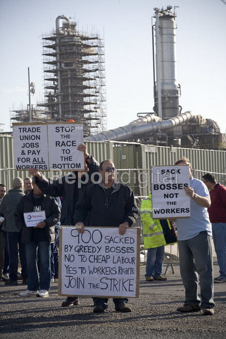 Sack the bosses not the workers and trades union pay for all workers. Picket at the refinery. Total sacked 900 striking contract workers at Lindsey oil refinery in Lincolnshire - John Harris - 2009-06-19