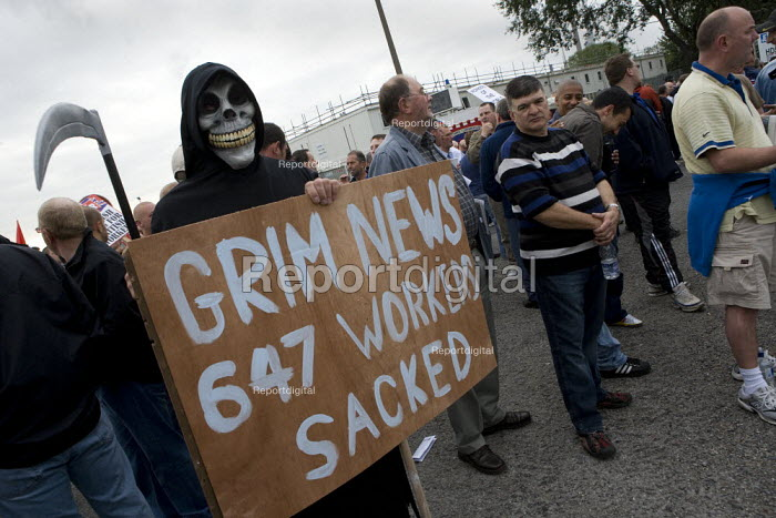 The Grim Reaper joins the picket at the refinery. Total sacked 647 striking contract workers at Lindsey oil refinery in Lincolnshire - John Harris - 2009-06-23