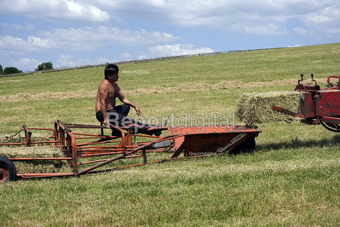 Bailing hay on a farm in Wawickshire - John Harris - 2009-06-24