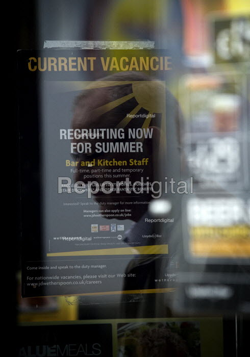 Sign advertising Current job vacancies, recruiting now for summer, bar and kitchen staff. Full time, part time and temporary positions this summer at a Wetherspoon pub, Stratford on Avon - John Harris - 2009-06-13