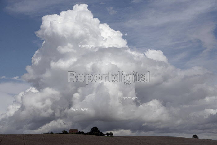 Cumulus congestus and Stratocumulus clouds above a farmhouse in Warwickshire. - John Harris - 2009-07-24