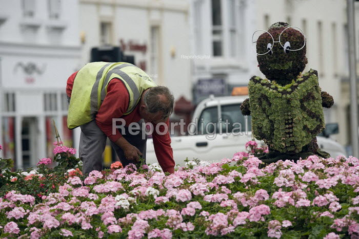 Council workers planting bedding plants. - John Harris - 2009-07-15