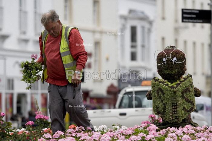 Council workers planting bedding plants. - John Harris - 2009-07-15