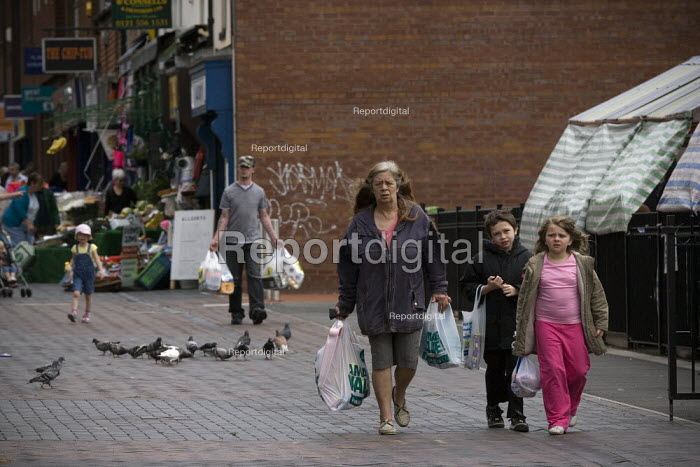 Carrying the Shopping in Wednesbury town centre. - John Harris - 2009-07-18