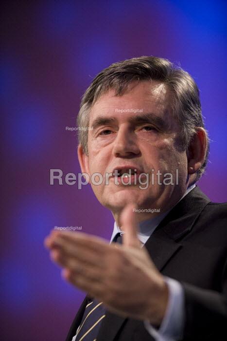 Gordon Brown addressing TUC conference 2009 - John Harris - 2009-09-15