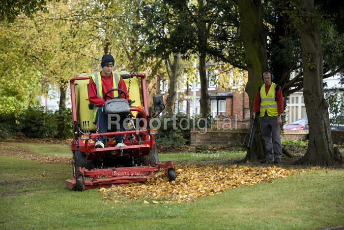 Council contractors clearing up autumn leaves in a Park. Stratford upon Avon, Warwickshire - John Harris - 2009-10-16