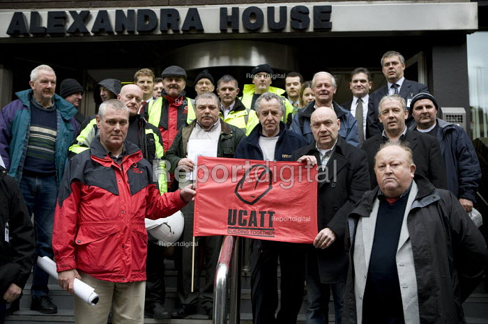 Construction union UCATT protesting in support of victims of blacklisting outside Manchester Employment Tribunal on Tuesday 24 November. The tribunal will be hearing the initial cases of blacklisted construction workers. - John Harris - 2009-10-24