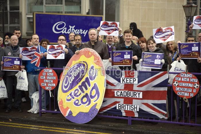 Cadbury workers protest against Kraft Foods bid, Bournville, Birmingham - John Harris - 2009-12-15