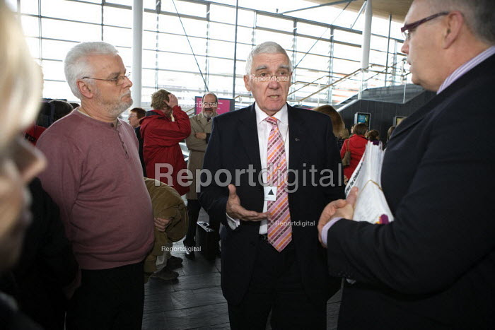 NUT members Fair Funding Lobby members of the National Assembly for Wales, The Senedd, Cardiff. - John Harris - 2009-12-08