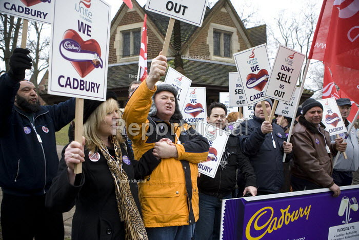 A couple holding hands. Cadbury workers protesting against the take over by Kraft and possible job cuts. Bournville, Birmingham - John Harris - 2010-01-27
