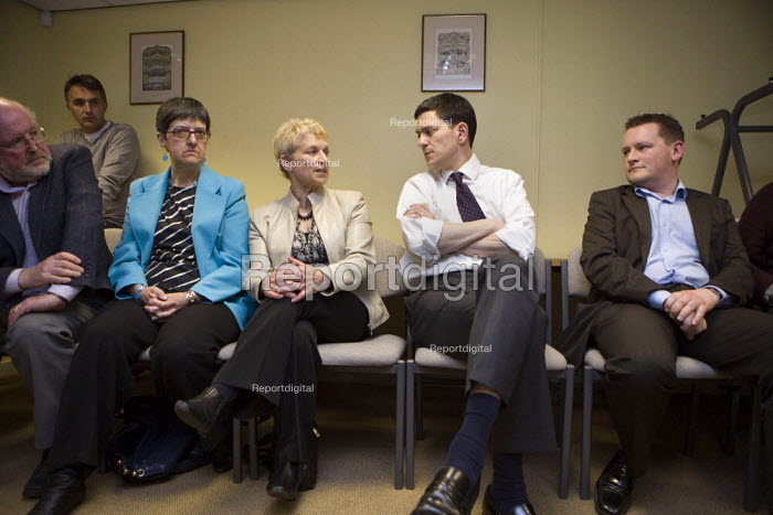 David Miliband MP on his Labour leadership campaign tour in Worcester. Talking to Labour activists about the election defeat. - John Harris - 2010-05-13