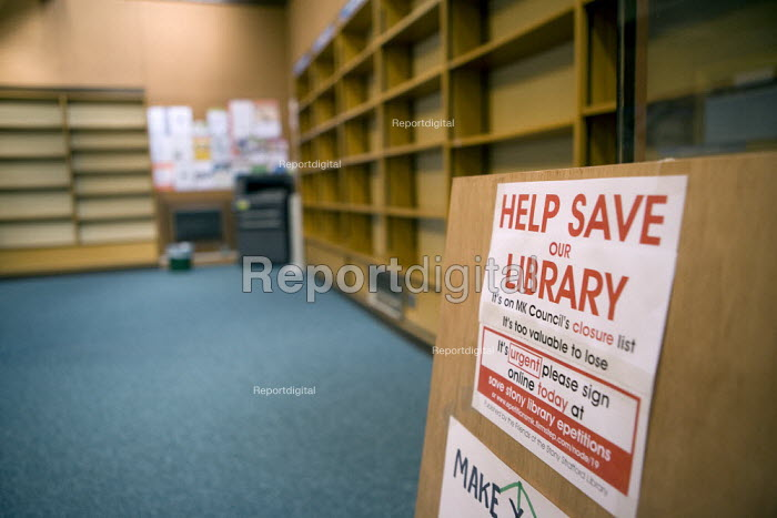 Wot No Books campaign to save Stony Stratford public library. Users have withdrawn all 16,000 books from the libray in protest against the proposed closure of the public libray by Milton Keynes Council as part of the austerity cuts - John Harris - 2011-01-18