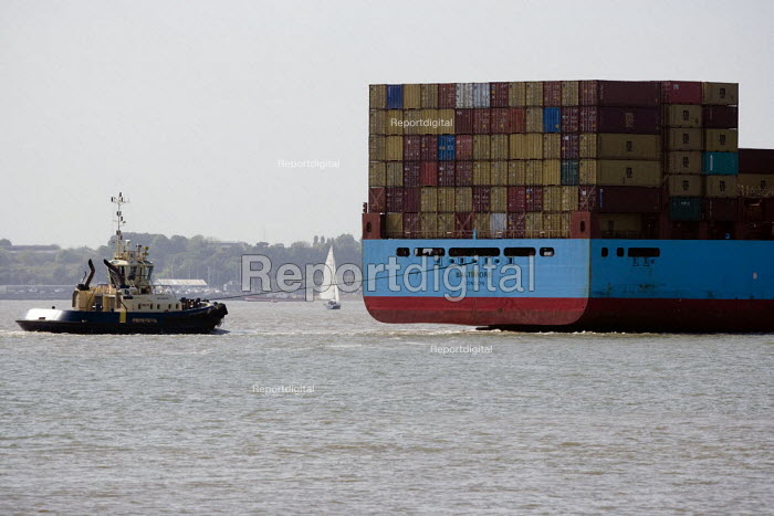 The Maersk Baltimore container ship docking at the port of Felixstowe, the cargo is from China. A tug is helping to manoeuvre the vessel into dock, Suffolk - John Harris - 2011-05-19