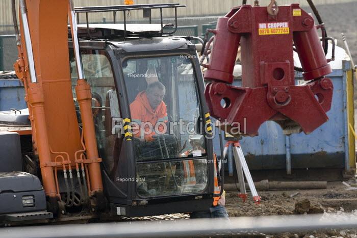 Housebuilding, Taylor Wimpey and M V Kelly Ltd, Evesham - John Harris - 2012-03-02