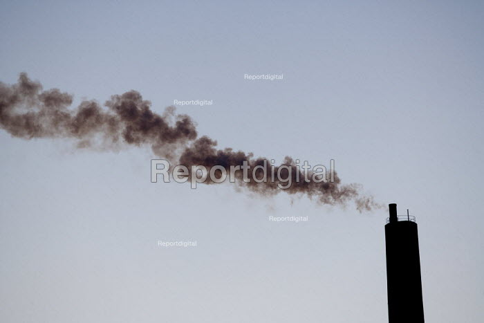 Smoke from a chimney. Stanlow Oil Refinery, Essar Energy, Ellesmere Port, Chesire. - John Harris - 2013-03-12
