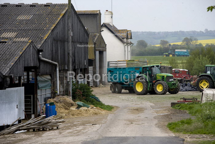 Silage making on a farm, Wormleighton, Warwickshire - John Harris - 2012-05-22