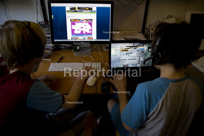 Teenagers playing computer games online at home in their pyjamas at the weekend - John Harris - 2012-12-01