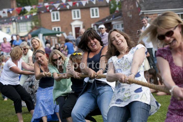 Mothers verses children Tug of War, Alveston Summer Fete on the village green, Warwickshire - John Harris - 2013-06-29
