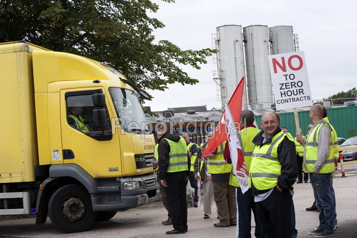 Geoff Atkinson BFAWU members on strike at Hovis (Premier Foods) Wigan over the introduction of agency staff on Zero Hours contracts, redundancies and a reduction in hours from 52 to 40 per week. - John Harris - 2013-08-28
