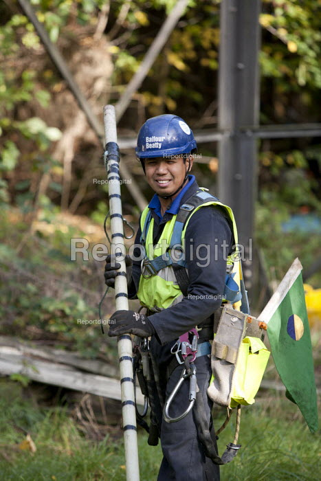 Filipino Electrical Power Engineers from Balfour Beatty Utility Solutions OHL undertake maintenance inspection of towers, conductors, insulators and fittings of National Grid high voltage overhead lines, West Midlands. - John Harris - 2013-10-24