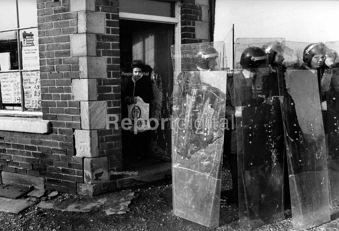 Riot police occupy the village to get scabs out. Houghton Main, Yorkshire - John Harris - 1985-02-01