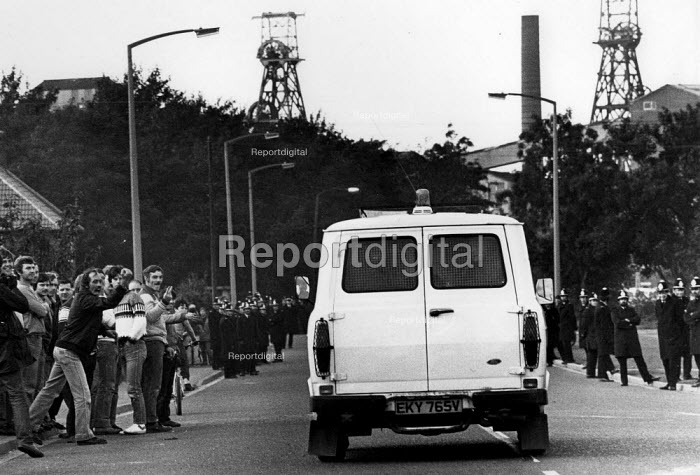 Anger at the police. Miners barricade and occupy Rossington colliery after police managed to get a scab into the pit. Doncaster - John Harris - 1984-07-09