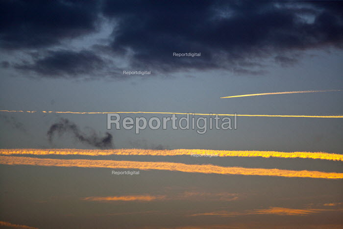 Aircraft contrails as the sunsets - John Harris - 2014-01-23