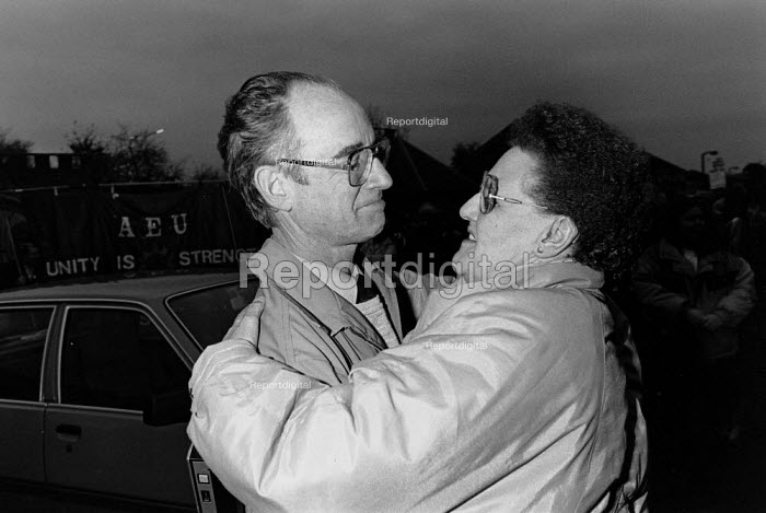 Brian Johnson (IPCS) thanking supporters on the day he was sacked for refusing to give up his rights to belong to a trade union after 33 years of work at GCHQ, GCHQ Trade unions, Cheltenham - John Harris - 1988-11-18