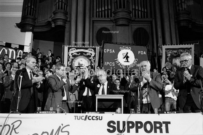 Mike Grindley and Norman Willis (TUC), GCHQ day Westminster Hall rally to protest at the sacking workers from GCHQ insisting on their right mind trade union, London GCHQ Trade unions - John Harris - 1988-11-07