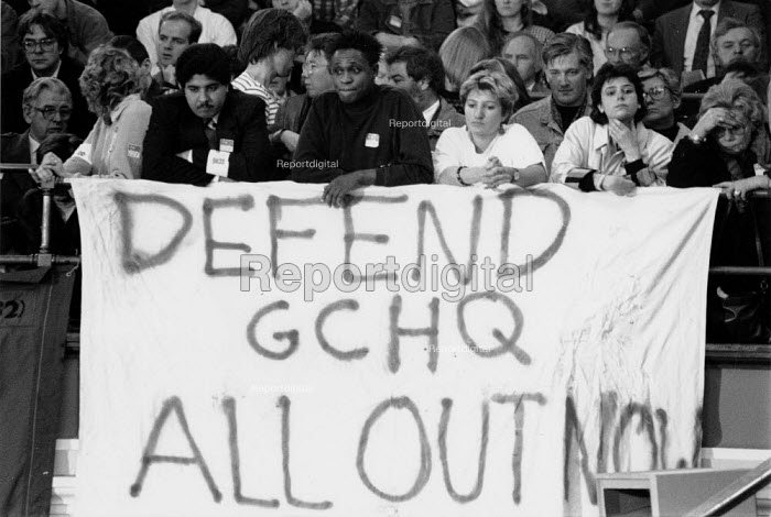 Banner in favour of all out strike action. Westminster Hall rally to protest at the sacking workers from GCHQ insisting on their right mind trade union, London GCHQ Trade unions - John Harris - 1988-11-07