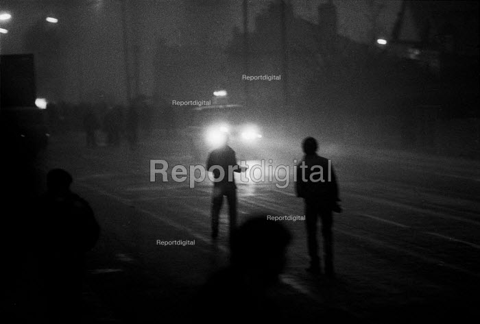 Police Range Rovers driving at pickets. Mass picket confront police on the streets in a confrontation that went on all night. Cortonwood pit village, Brampton, Yorkshire - John Harris - 1985-02-28