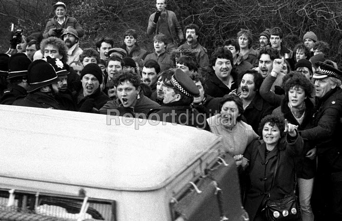 Picket of Frickley colliery in defiance of a court injunction limiting the number of pickets to 6, South Elmsall, Yorkshire. Miners strike. - John Harris - 1985-02-19