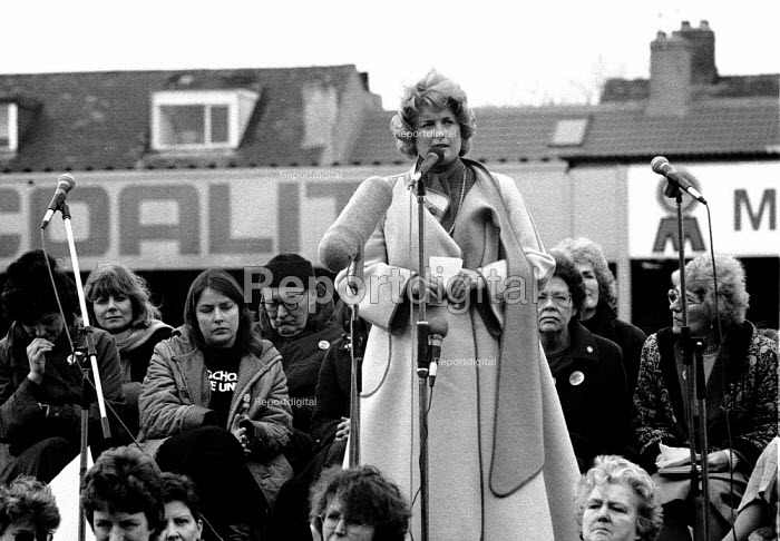 Brenda Dean SOGAT speaking, WAPC rally Chesterfield at the end of the Miners strike, International Womens Day - John Harris - 1985-03-09