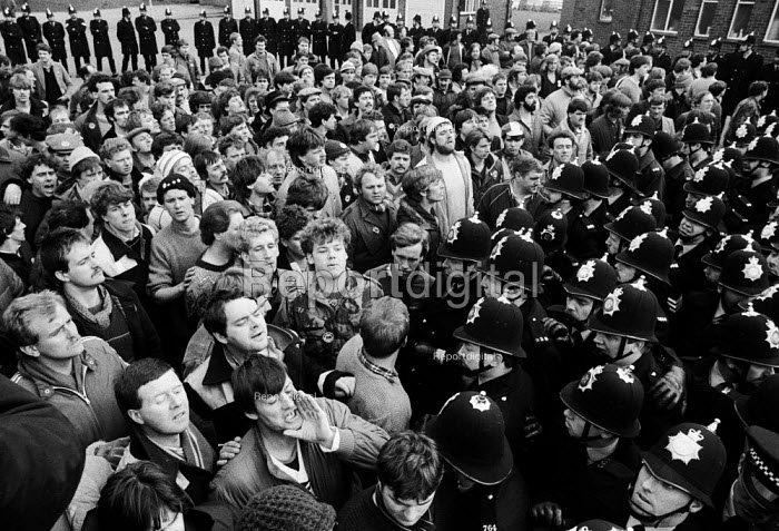 Striking miners lobby Nottinghamshire Area NUM, Mansfield. - John Harris - 1984-04-05