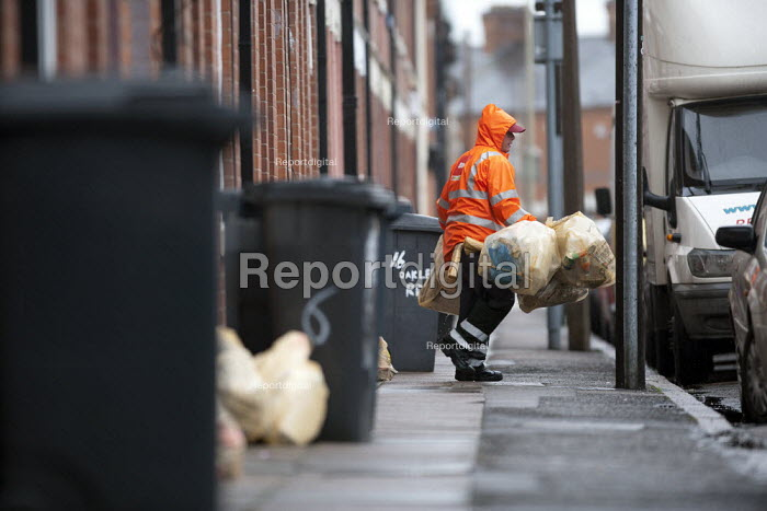 Refuse collection, Humberstone, Leicester - John Harris - 2014-06-04