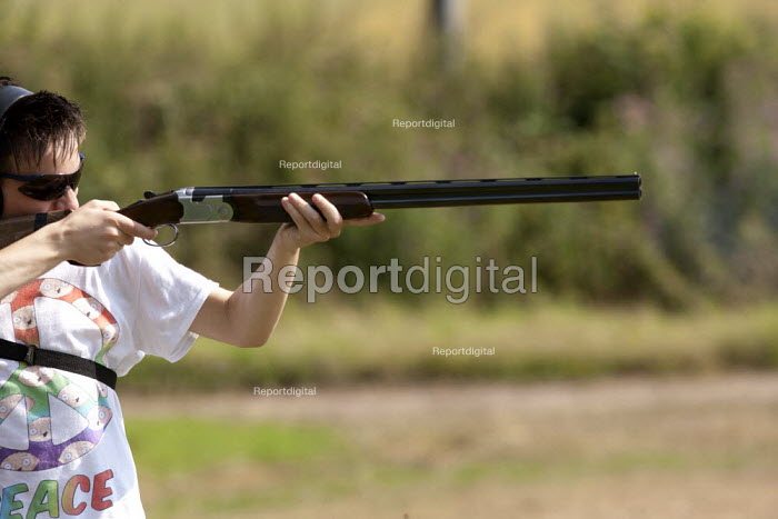 Clay Pigeon Shooting lesson from champion shot John Timmis for a novice at a Club in Warwickshire - John Harris - 2014-07-23