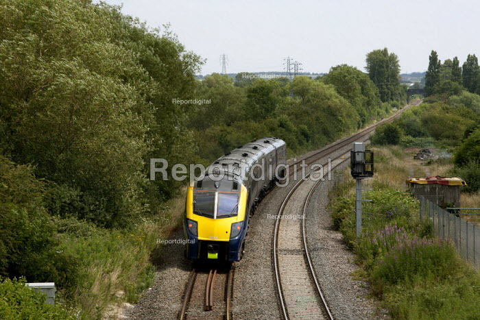 First Great Western train, Evesham, Vale of Evesham, Worcestershire - John Harris - 2014-07-02