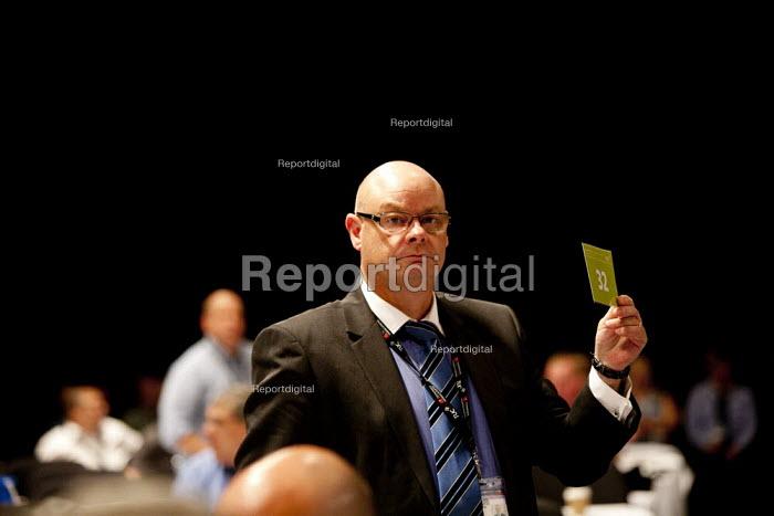 Stephen Gillian POA gen sec card vote, TUC, Liverpool 2014 - John Harris - 2014-09-10