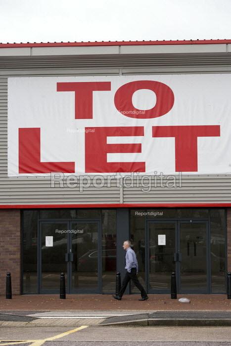 An empty retail unit to let, Stratford-upon-Avon, Warwickshire - John Harris - 2014-12-18
