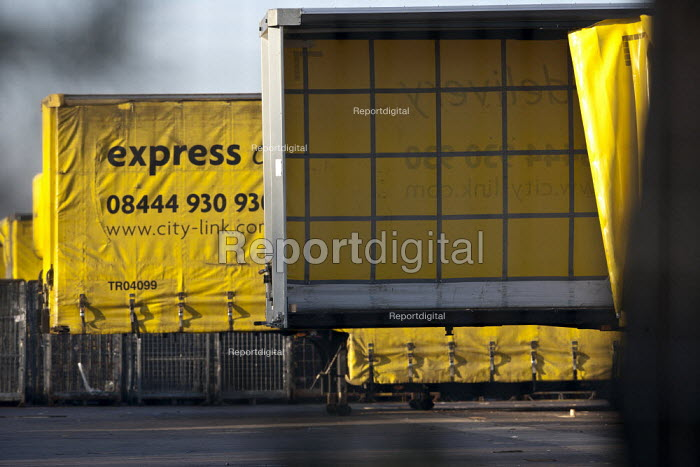 Empty City Link trailers, closed distribution centre, Coventry - John Harris - 2013-04-29