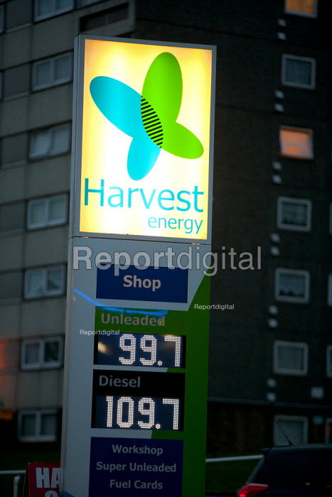 Price per litre of petrol on a garage forecourt goes down to below 1 for the fist time as the price of oil drops. Druids Heath, Birmingham - John Harris - 2015-01-14