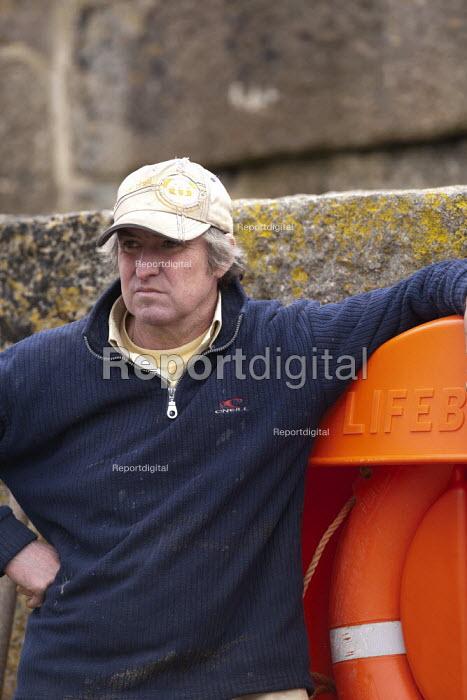 Fisherman, Mousehole harbour, Cornwall - John Harris - 2015-03-22
