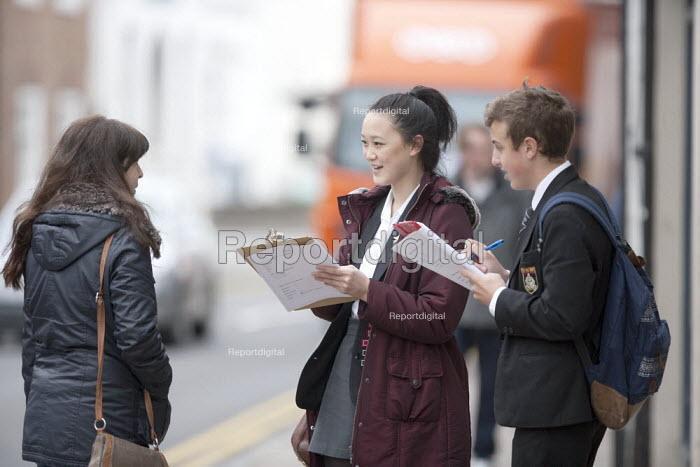 Pupils doing GCSE Geography Fieldwork on the High Street, Stratford-upon-Avon, Warwickshire - John Harris - 2013-04-29