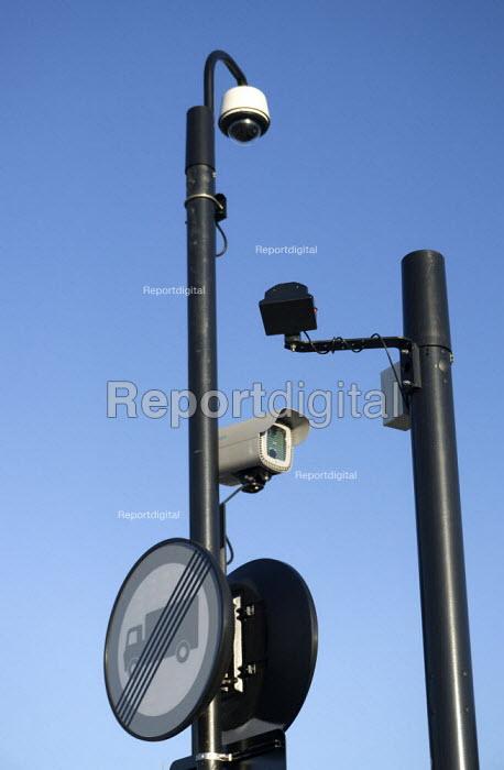CCTV and monitoring equipment at a pedestrian Pelican crossing, Stratford-Upon-Avon, Warwickshire - John Harris - 2015-06-04