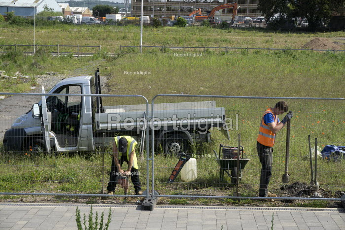 Workers putting in the fottings for a fence, Stratford-Upon-Avon, Warwickshire - John Harris - 2015-06-05