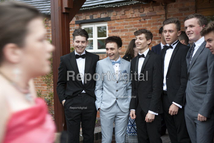 Pupils arriving at their High school Prom, at the end of the last year at school, Henley in Arden, Warwickshire - John Harris - 2015-05-08