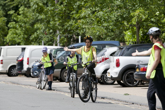 Bikeability instructor talking to pupils on a Cycle Proficiency training course on the roads around Broad Street, Stratford-upon-Avon Primary School, Warwickshire - John Harris - 2015-06-17
