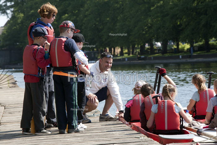 Pupils Bellboating on the river Avon, St Richard's First School, Evesham - John Harris - 2015-06-11