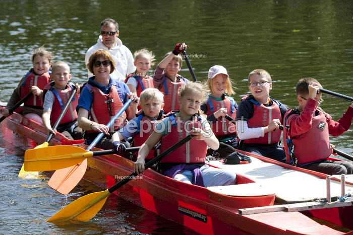 Pupils Bellboating on the river Avon, St Richard's First School, Evesham - John Harris - 2015-06-11